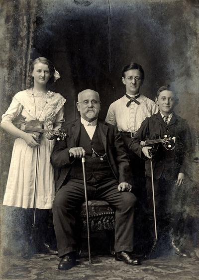 Portrait of Colin Christie and family, Newcastle, 10 November 1912