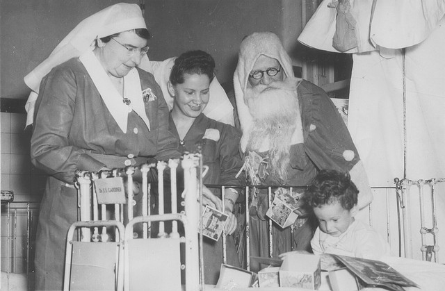 Sister Porter, Father Christmas, unidentified nursing sister and infant patient, c.1945. From the Royal Newcastle Hospital Archives, University of Newcastle, Cultural Collections.